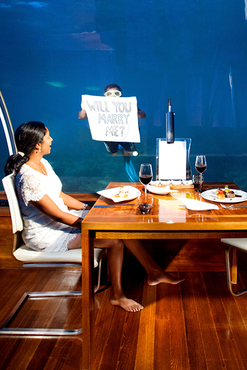 Conrad_Maldives_ithaa_marriage_proposal_cropped_emailable